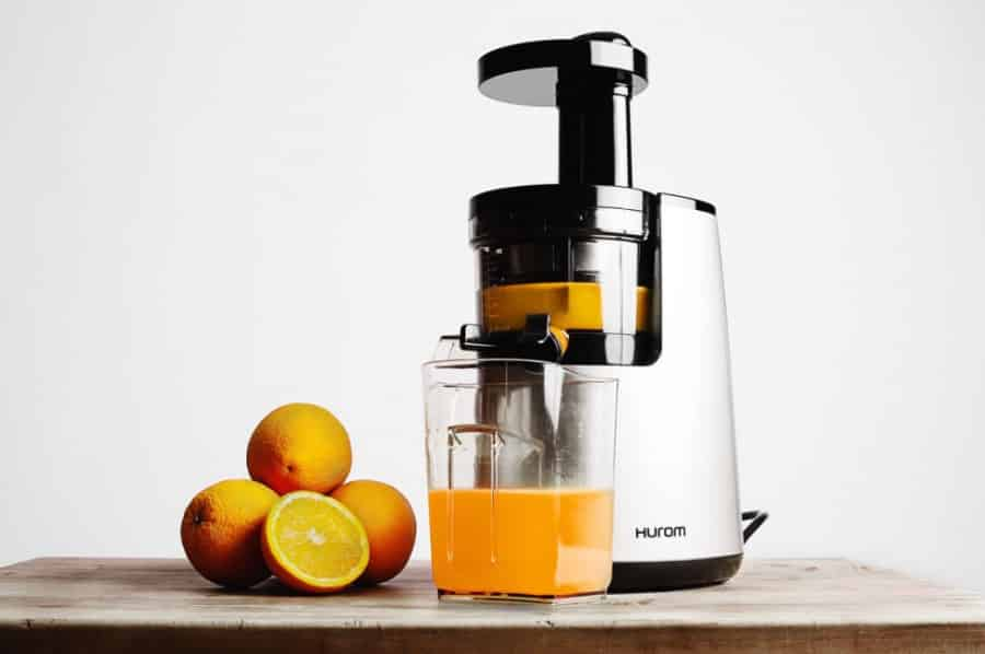 Slow Juicer Vs Traditional Juicer : Hoe pers je een sinaasappel in een slowjuicer? vivajuice.nl